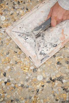 Terrazzo alla veneziana is an art inherited from the craftsmen of antiquity and… Concrete Cement, Concrete Countertops, Travertine Tile, Stone Tiles, Terrazzo Flooring, Floor Patterns, Vintage Design, Floor Design, Material Board