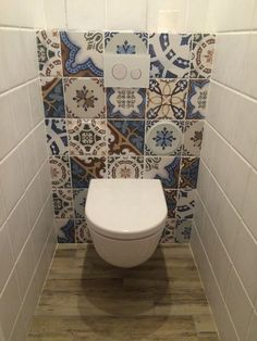 Beautiful small bathroom with tiles . Wc Bathroom, Bathroom Toilets, Bathroom Design Small, Bathroom Layout, Bathroom Interior Design, Mediterranean Bathroom, Bad Inspiration, Bathroom Inspiration, Bathroom Ideas