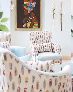 The perfect setting for a beautiful morning ⛅️ #storytellingfabrics #fabrics #feathers #homedecor #details #interiordesign #armchairs
