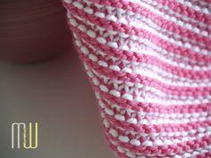 Spültücher stricken macht nicht nur Spaß, man kann die Spültücher vielfach nutzen. Im Blog bekommt Ihr jeden Monat ein neues, kostenloses Muster.