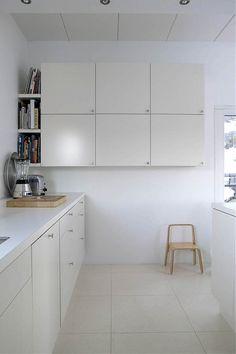 cocina ¿ikea?  I like the floating cabinets and the bookshelf ag. the wall.  Instead of a U-shaped kitchen?