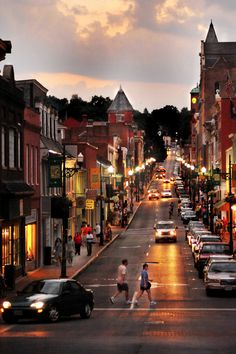 Staunton, #Virginia is the hometown of President Woodrow Wilson and has been blessed with the backdrop of the Shenandoah Valley. Beverley Street is one of #America's greatest main streets.