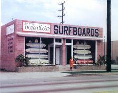 Dewey Weber Surf shop in Hermosa Beach. Surfboard Shop, Vintage Surfing, Retro Surf, Retro Pop, Hermosa Beach, Hang Ten, Surfs Up, Venice Beach, Belle Photo