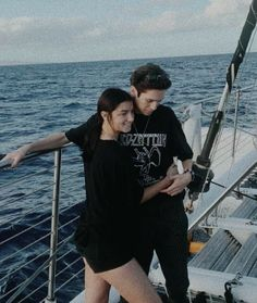 Famous Couples, Famous Girls, Cute Relationship Goals, Cute Relationships, Cute Couples Goals, Couple Goals, Crying Girl, Boy Best Friend, Rare Photos