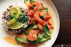 REISHUNGER Thai-Gemüse mit Sesam-Garnelen #reishunger #roterreis #basmatireis #thai #sesam #garnelen #asiatisch #vegetarisch