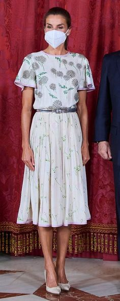 Spanish Royalty, Valentino Dress, Queen Letizia, Presidents, Lady, Floral, How To Wear, Outfits, Beautiful