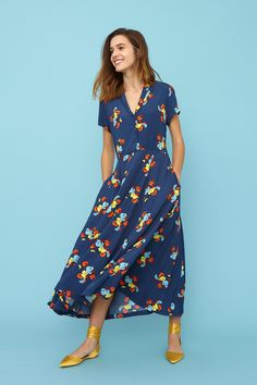 Emily and Fin - Adele Shirt Dress in Sun Kissed Sweetpea – My Friend Alice Size 16 Dresses, Blue Dresses, Pretty Dresses, Flora Dress, Sophisticated Dress, Scoop Neck Dress, Floral Midi Dress, Dress With Bow, Retro Dress