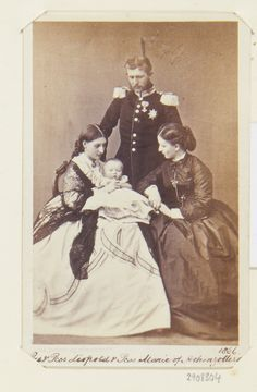 G & A Overbeck : Düsseldorf - Prince and Princess Leopold, with their son and Princess Marie of Hohenzollern-Sigmaringen