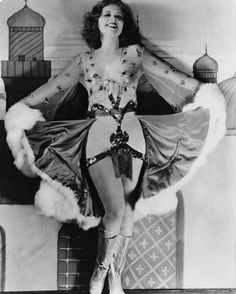 """Oh Clara. My favorite flapper. I first heard about Clara from the book """"Hollywood Babylon"""" (aka TRASH) and then I had started re. Pin Up Vintage, Vintage Beauty, Vintage Ladies, Vintage Fashion, Vintage Hollywood, Classic Hollywood, Star Of The Day, Clara Bow, Famous Pictures"""
