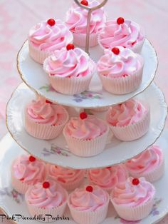 Pink Piccadilly Pastries: Bakery Style Pretty Pink Meringues