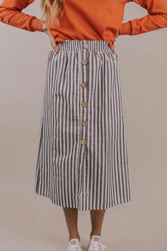 The Dexter Button Skirt is calling your name! Midi featuring wooden buttons down front and faded black stripe pattern. Black Pencil Skirt Outfit, Midi Rock Outfit, Spring Skirts, Spring Outfits, Modest Outfits, Modest Fashion, Stylish Outfits, Denim Skirt Outfits, Mode Simple