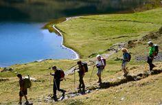 """Séjour rando dans les Pyrénées et au Pays basque. Réservez en ligne : une randonnée """"Traversée de la Soule au Pays basque"""", une rando familiale avec les pottoks du Pays basque, une rando-balnéo à Salies-de-Béarn, un séjour sur les chemins de St-Jacques-de-Compostelle ou encore un séjour entre Vallée d'Aspe et Vallée d'Ossau.  ©CDT64-P.Gaillard"""