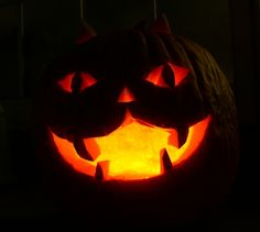 Cat-o'-Lanterns - Collection of best cat-themed pumpkin carvings Holiday and Eve. - Real Time - Diet, Exercise, Fitness, Finance You for Healthy articles ideas Cat Face Pumpkin, Scary Pumpkin, Cute Pumpkin, Pumpkin Ideas, Disney Pumpkin, Pumpkin Carving Tips, Pumpkin Carving Templates, Simple Pumpkin Carving Ideas, Halloween Cat