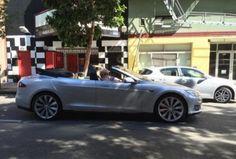 Неожиданная встреча с кабриолетом Tesla Model S