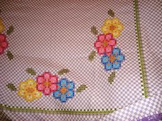 Risultati immagini per bordado em xadrez Chicken Scratch Embroidery, Crochet Embellishments, Needlepoint Stitches, Diy And Crafts, Projects To Try, Cross Stitch, Sewing, Pattern, Table Clothes
