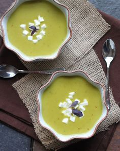 Curried Green Lentil Soup - need: coconut oil, curry powder, red pepper flakes, coconut milk Green Lentil Soup, Green Lentils, Lentil Curry, Nightshade Free Recipes, Dinner On A Budget, Budget Dinners, Dinner Ideas, Paleo Dairy, Dairy Free