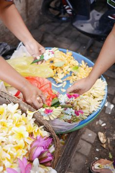 Offering Flower in Ubud, Bail Ubud Indonesia, Bali Travel, Flower, Breakfast, Food, Morning Coffee, Essen, Meals, Yemek