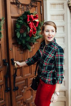 Whether you're looking for the perfect Christmas gift in the form of fashion or seeking your dream outfit for Christmas … Outfit For Christmas, Preppy Christmas, Christmas Fancy Dress, Tartan Christmas, Christmas Fashion, Holiday Outfits, Winter Outfits, Winter Fashion, Christmas Holidays