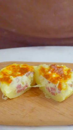 Recipe with video instructions: Forget bacon bits — sausage is the best topping for a creamy baked potato. Sausage Recipes, Cooking Recipes, Healthy Recipes, Stuffed Baked Potatoes, Good Food, Yummy Food, Food Videos, Food Porn, Food And Drink