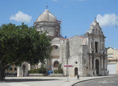 Iglesia de San Francisco de Paula al final del paseo de La Alameda de Paula en…