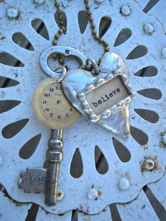 Lhttp://pinterest.com/pegasong/jewelry/#ovely necklace from Patina White