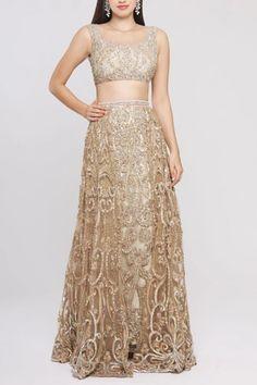 Buy Embroidered Lehenga Set by Neeta Lulla at Aza Fashions Celebrity Fashion Outfits, Celebrity Style, Celebrities Fashion, Fashion Tips, Fashion Design, Pakistani Bridal Wear, Pakistani Dresses, Neeta Lulla, Ritu Kumar