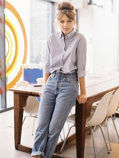 okay for mom jeans this look is actually sort of cute