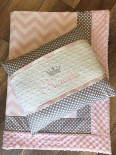 Shabby Chic Quilt Patterns, Shabby Chic Quilts, Crib Sheet Pattern, Ribbon Quilt, Flannel Baby Blankets, Sewing To Sell, Baby Dress Design, Baby Sewing Projects, Crib Blanket