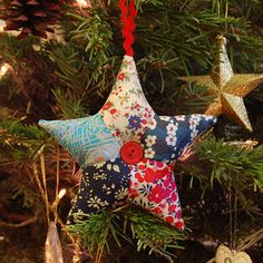 BLONDE DESIGN: Liberty Print Patchwork Star Tutorial Use as pattern construction for memory shirt star ornament. Quilted Christmas Ornaments, Fabric Ornaments, Handmade Ornaments, Christmas Tree Decorations, Christmas Makes, Noel Christmas, Homemade Christmas, Christmas Design, Christmas Patchwork