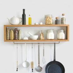 Das Shortboard ist ein schlankes, elegantes Regal für die Küche. Es beherbergt Gewürze, sowie kleine Behälter und bietet Platz für Pfannen, Siebe und Kellen. So bleiben die meist gebrauchten Dinge in greifbarer Nähe und verschwinden nicht in tiefen Schränken. Das grazile Shortboard läßt keine Unordnung zu und schafft gleichzeitig durch Offenheit und Natürlichkeit eine belebte, wohlige Küchenatmosphäre. Es ist aus hochwertigem Vollholz gearbeitet - Ein Stück für die Ewigkeit!Gewachsen und ...