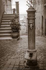 Oude waterpomp (Umbrië, Italië)