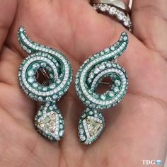 #ablingaday keeps the blues at bay Today fabulous diamond snake earrings by @arunashibh 📷 @the_diamonds_girl.. #greenwithenvy.. This girl knows her bling 😎