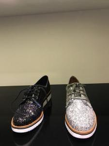 •Tendencias para 'shoeaholics' por VIA UNO Argentina• ¿Zapatillas o tacos? Esa es la pregunta que se hace cualquier 'shoeaholic' a la hora de renovar su calzado cuando una nueva temporada se acerca. Y como la primavera-verano está a la vuelta de la esquina es hora de conocer las nuevas propuestas de las diferentes marcas y resolver con qué vestir los pies. VIA UNO Argentina adelantó la colección SS18.