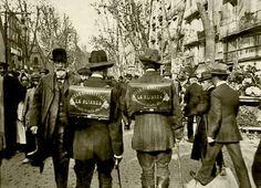 Els homes anunci, a la Rambla, a principis del segle XX: