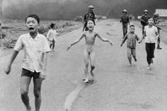 How the Vietnam War's Napalm Girl found hope after tragedy Napalm Girl, World Press Photo, Lgbt History, Vietnam War Photos, Joan Baez, Famous Photos, Photographs Of People, Declaration Of Independence, Girl Running
