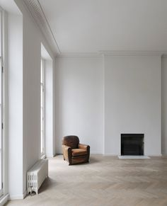 The completed project is for a piano nobile apartment within a Georgian house in Bryanston Square, Marylebone, United Kingdom, designed by DRDH Architects for the couturier Anna Valentine.
