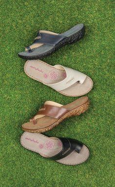 6574e1794 Moshulu sandals - leather toe loop sandals