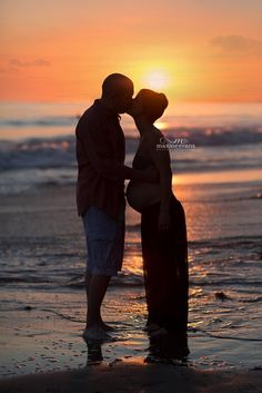 Beach Maternity Photography by Maxine Evans. Agoura Hills, California