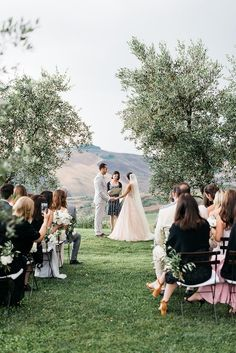 18-romantic-outdoor-wedding-ceremony