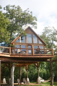 Rental of new Braunfels cabins: Geronimo Creek Retreat – Retreat in peace and nature - Haus Design Cabin Homes, Log Homes, Tree House Homes, Cabins In The Woods, House In The Woods, New Braunfels Cabins, New Braunfels Texas, Tree House Designs, Cabins And Cottages