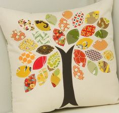 "pillow tutorial - tree with leaves from scrap fabric from cluck cluck sew . Could make this into a ""Family Tree"" pillow with names on each leaf Applique Pillows, Sewing Pillows, Fall Applique, Quilt Pillow, Pillow Patterns, Patchwork Pillow, Crazy Patchwork, Applique Ideas, Applique Fabric"