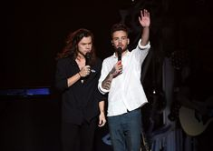 Liam Payne Photos - Recording artists Harry Styles (L) and Liam Payne of One Direction perform onstage during 102.7 KIIS FMÂ's Jingle Ball 2015 Presented by Capital One at STAPLES CENTER on December 4, 2015 in Los Angeles, California. - 102.7 KIIS FM's Jingle Ball - Show