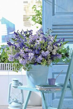 Here's what we found about purple flowers. Read up the info about purple flowers, and learn more about it! Deco Floral, Arte Floral, Purple Flowers, Beautiful Flowers, Garden Cottage, Cottage Style, French Cottage, French Country, Beautiful World