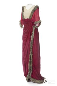 Dress in silk velvet and muslin, designed by Guérin Soeurs,1910. Courtesy Les Arts Décoratifs, all rights reserved.