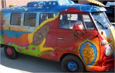 Au début des années 70, les ArtCars devinrent un élément essentiel du mouvement de contre-culture. Peindre son minivan VW avec des fleurs ou personnaliser tout autre véhicule était une manière reconnue de rejeter la culture traditionnelle.