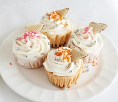 Receta de Cupcakes fríos con helado #RecetasGratis #ResposteríaFácil #RecetasdeCocina #RecetasFáciles #Postres #Repostería #Cupcakes #SándwichHelado Cookies And Cream, Mini Cupcakes, Cake Pops, Muffins, Yummy Yummy, Sweet, Desserts, Rice, Salad