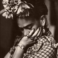 Frida Kahlo style icon Penny Dreadful Vintage (4)