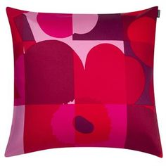 Brighten up your sofa with Ruutu-Unikko cushion cover by Marimekko. The cushion cover is made of heavyweight cotton and has a lovely print designed by Maija and Emma Isola to honor the classic Unikko flower. It's a modern grid-like iteration of the classic pattern and has a design that flirts with classic pop art. Choose from different colors!