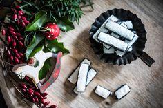 Makové tyčky Kitchenette, Christmas Cookies, Sugar, Desserts, Lazy, Food, Xmas Cookies, Tailgate Desserts, Deserts