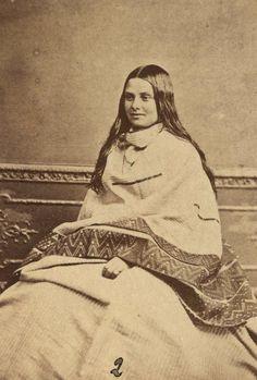 femme maori,wearing cloak with taniko borders,1860-1879